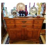 Buffet type cabinet
