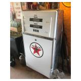 Vintage Gas working gas pump
