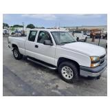 2007 Chevrolet Silverado Extended Cab Classic 4x4 Pick Up Truck
